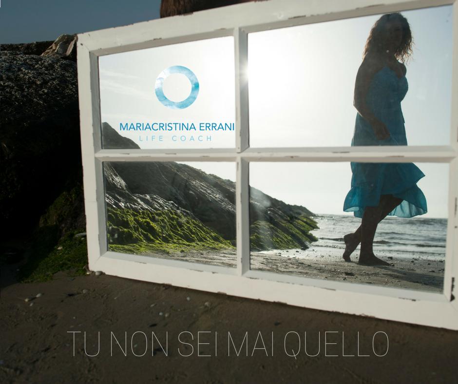 Coach Mariacristina allo specchio in spiaggia. Tu non sei mai solo quello.