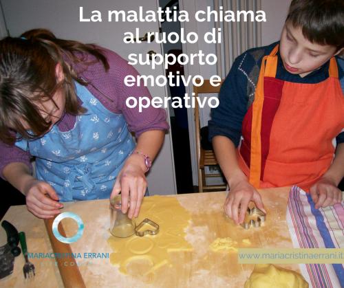 Bambini che fanno i biscotti con frase: la malattia chiama al ruolo di supporto emotivo e operativo