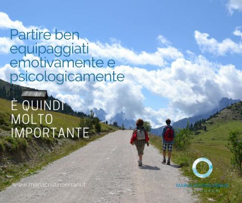 Coppia su sentiero di montagna con frase: Partire ben equipaggiati emotivamente e psicologicamente è quindi molto importante.