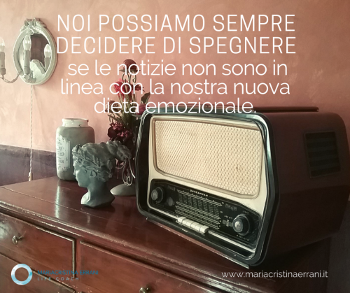 Vecchia radio con frase: noi possiamo sempre decidere di spegnere se le notizie non sono in linea con la nostra nuova dieta emozionale.
