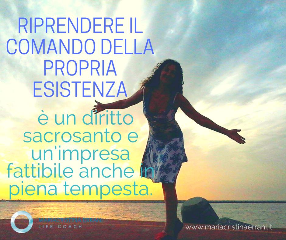 Mariacristina coach al tramonto con frase: riprendere il comando della propria esistenza è un diritto sacrosanto e una cosa fattibile anche in piena tempesta.