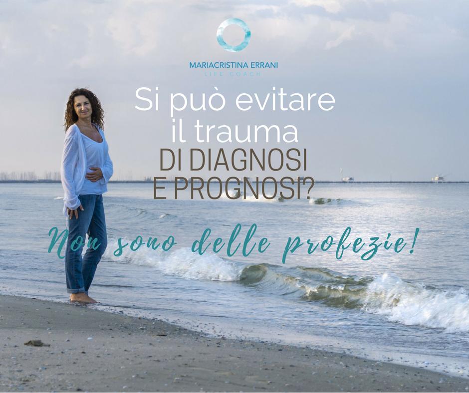 Mariacristina coach in riva al mare con frase: si può evitare il trauma di diagnosi e prognosi? Non sono delle profezie!