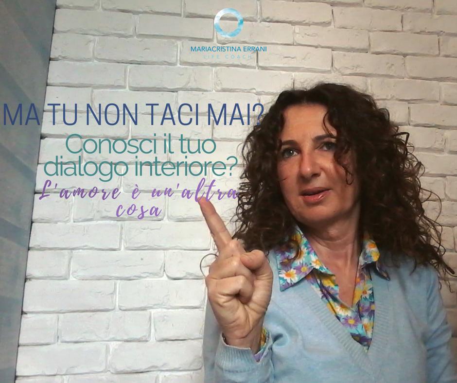 Mariacristina coach che parla con dito alzato con frase: ma tu non taci mai? Riconosci il tuo dialogo interiore? L'amore è un'altra cosa.