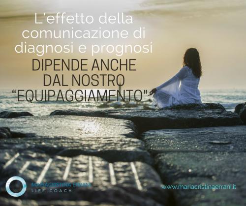 """Mariacristina coach medita sul mare con frase: l'effetto della comunicazione di diagnosi e prognosi dipendono anche dal nostro """"equipaggiamento""""."""