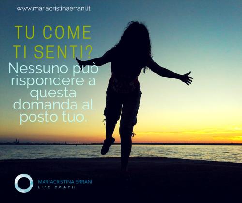 Mariacristina coach in ombra al tramonto con frase: Tu come ti senti? Nessuno può rispondere a questa domanda al posto tuo.