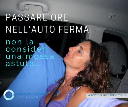 Mariacristina coach che dorme in auto con frase: Passare ore nell'auto ferma non la consideri una mossa astuta...