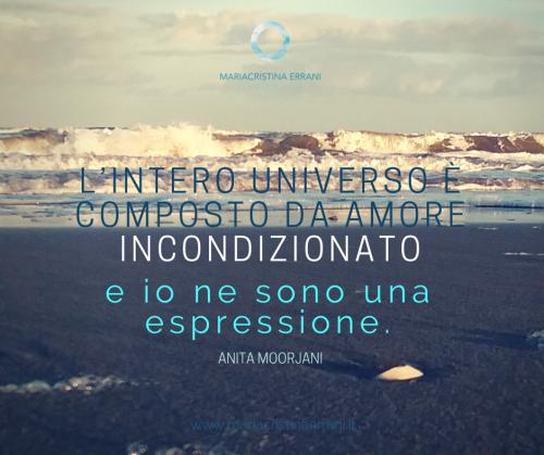 Mare agitato con frase di Anita Moorjani: L'intero universo è composto da amore incondizionato e io ne sono una espressione.