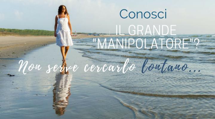 """Mariacristina coach in riva al mare con frase: conosci il """"grande manipolatore""""? Non devi cercarlo lontano..."""
